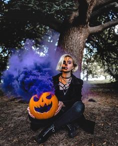 Pumpkins tend to be lovely circular, brilliant lemon, and in autumn they must not be missing specially on Halloween. Smoke Bomb Photography, Fantasy Photography, Autumn Photography, Creative Photography, Photography Poses, Jewelry Photography, Halloween Tags, Halloween Fotos, Halloween Pictures