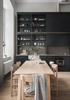 This beautiful Swedish apartment by Oscar Properties combines a New York loft feel with warm Scandinavian minimalism. Featuring original windows and high ceilings, the expansive interior exudes elegan Interior Desing, Home Interior, Kitchen Interior, Interior Modern, Home Design, Küchen Design, Modern Design, Design Ideas, Black Kitchens