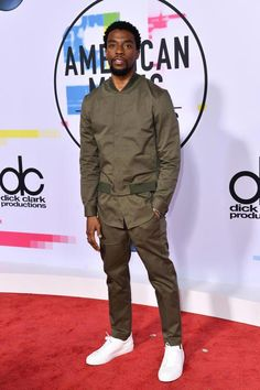 Chadwick Boseman looked casually cool in an army-green ensemble, which he wore with clean white kicks for one of the best menswear looks of the evening. Black Boys, Black Men, Star Trek Posters, Black Panther Marvel, American Music Awards, Well Dressed Men, Attractive Men, Man Crush, Perfect Man