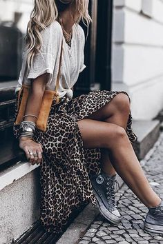 Sneakers Fashion Outfits, Mode Outfits, Sneaker Outfits, Fashion Clothes, Dress Outfits, Fall Outfits, Fashion Dresses, High Tops, Boho Bluse