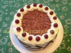 Schwarzwaldský višňový dort – Maminčiny recepty Tiramisu, Red Velvet, Ethnic Recipes, Food, Essen, Meals, Tiramisu Cake, Yemek, Eten