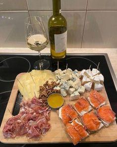 I Love Food, Good Food, Yummy Food, Food Porn, Food Platters, Aesthetic Food, Food Cravings, Food Inspiration, Food And Drink