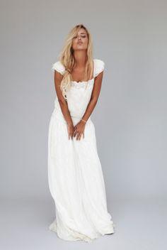 Avis à toutes les mariées 2012-2013! Voici la nouvelle collection de Rime Arodaky. La créatrice nous propose des robes de mariée bohèmes aux détails chics pour un mariage romantique et élégant. Les [...]