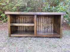guath Items similar to Rustic Decor Wood Bench With Shoe Rack and Boot Cubby on Etsy Entryway Shoe Storage, Boot Storage, Storage Crates, Storage Ideas, Wooden Pallets, Wooden Diy, Pallet Benches, Pallet Couch, Pallet Tables