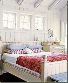 Red-White-Blue-Vintage-Master-Bedroom-HTOURS0107-de