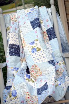 Country quilts are my favorite quilts in the whole world. Perfect for a blue bird cottage.