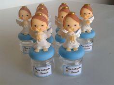 Lembrancinha de Batizado. Anjinhos decorados no mini potinho de vidro. Acompanha tag adesivo personalizado com nome. *pedido mínimo de 10 unidades*