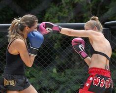 Angélica e Grazi se desafiam em Muay Thai (Foto: Carol Caminha/ TV Globo)