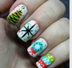 Cool diy nail art designs and patterns for christmas and holidays - diy vintage christmas party Christmas Nail Art Designs, Holiday Nail Art, Winter Nail Art, Winter Nails, Nail Art Diy, Diy Nails, Cute Nails, Pretty Nails, Manicure Ideas