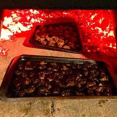 石窯をやるときは必ず焼いている鹿肉。 手前は最初に火が強い状況で入れてしまったのでちょっと焦がしてしまった。 - 93件のもぐもぐ - 石窯で鹿肉 by CheeOn