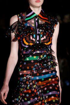Sfilata Givenchy Parigi - Collezioni Primavera Estate 2017 - Dettagli - Vogue