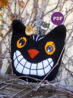 Ravelry: Black Cat Pincushion pattern by Marie Mayhew Halloween Ornaments, Halloween Home Decor, Halloween Cat, Halloween Decorations, Halloween Ideas, Vintage Halloween Crafts, Halloween Sewing Projects, Halloween Crochet, Halloween Prints