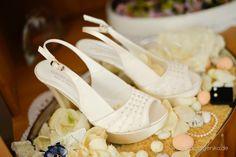 Hochzeit Brautschuhe Peeptoe creme mit Strasssteinchen und Pfennigabsatz