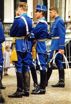 Men in uniform - AOL Image Search Results Cop Uniform, Men In Uniform, Beauty Army, Swedish Men, Work Uniforms, Military Uniforms, Uniform Design, Elegant Man, Komplette Outfits