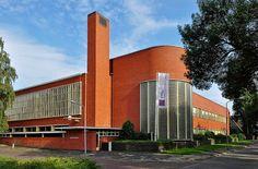 Dieselpunk: Snelliusschool Hilversum, the Netherlands Industrial Architecture, Concept Architecture, School Architecture, Architecture Design, Diesel Punk, Bauhaus, Amsterdam School, Streamline Moderne, Art Deco Buildings