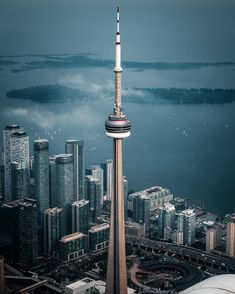 CN Tower Toronto Canada - Architecture and Urban Living - Modern and Historical Buildings - City Planning - Travel Photography Destinations - Amazing Beautiful Places Toronto Architecture, Beautiful Architecture, Building Architecture, Architecture Design, Toronto Canada, Toronto City, Torre Cn, Toronto Photos, Canada Travel