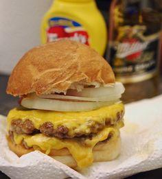 Makuja kotoa: Cheezborger kotona, juustoöverit!