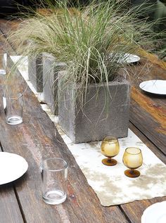 Outdoor Planter...would be so easy to make #diy #planter