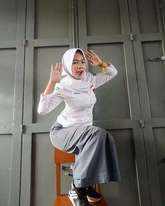 Beautiful Muslim Women, Beautiful Hijab, Beautiful Asian Girls, Casual Hijab Outfit, Hijab Chic, Hijabi Girl, Girl Hijab, Muslim Fashion, Hijab Fashion