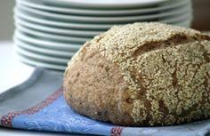 Pão integral com linhaça e crosta de gergelim | Panelinha - Receitas que funcionam