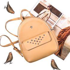 Рюкзак с яркой душой😇 Лаконичный городской рюкзак в бежевом цвете с  ярко-розовой внутренней отделкой. Модель из плотной эко-кожи отлично держит  форму и не ... 79a22e273db