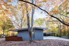 In Situ Studio creates low-lying home for wooded site in North Carolina