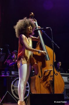Esperanza Spalding Jazz Artists, Jazz Musicians, Music Artists, Blue Soul, Esperanza Spalding, Women Of Rock, Women In Music, Female Guitarist, Smooth Jazz