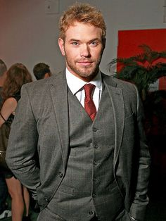 The former Abercrombie amp Fitch model cuts an impressive figure in a three-piece suit at a New York fashion show. Three Piece Suit, 3 Piece Suits, New York Fashion, Mens Fashion, Fashion Suits, Redhead Men, Slim Fit Suits, Kellan Lutz, Ginger Beard