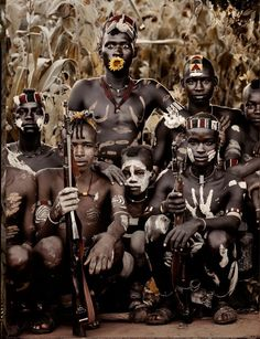 I love this photo. It's all serious and then this guy has a flower in his mouth! Photographer Jimmy Nelson Captures Portraits Of Disappearing Tribal Groups Tribes Of The World, We Are The World, People Around The World, Jimmy Nelson, Art Afro, Exposition Photo, Afrique Art, Arte Tribal, Indigenous Tribes