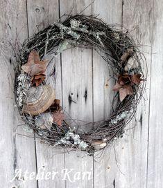 Atelier Kari naturdekorasjoner og kranser Winter Solstice, Yule, Grapevine Wreath, Grape Vines, Wreaths, Crafts, Home Decor, Crowns, Atelier