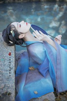 Beautiful. Traditional Fashion, Traditional Outfits, Asian Style, Chinese Style, Geisha Art, China Girl, Chinese Clothing, Chinese Culture, Vestidos