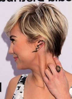 Blonde Pixie Haircuts With Highlights
