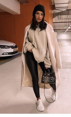 Winter Street Style Outfits to keep you stylish and warm . - Winter street style outfits to keep you stylish and warm … – Winter sty - Winter Outfits For Teen Girls, Winter Fashion Outfits, Fall Winter Outfits, Look Fashion, Teen Fashion, Preppy Fashion, Winter Fashion Street Style, Stylish Winter Outfits, Winter Style