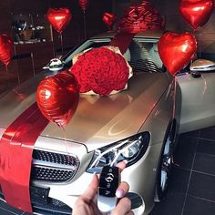 Mercedes Benz – One Stop Classic Car News & Tips Mercedes Girl, Mercedes Benz Cars, Baby Christmas Photos, Luxury Flowers, Car Goals, Love Is In The Air, Future Car, New Tricks, Luxury Life