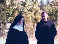 Rencontre de Dom Gérard avec Mère Elisabeth, fondatrice du monastère des moniales.