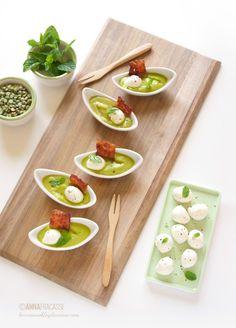 Barchette di crema di piselli alla menta con bacon croccante e mozzarelline - L'ennesimo blog di cucina