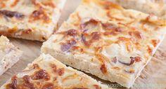 Passt perfekt in den Herbst und zum Federweißer: Einfaches Zwiebelkuchen-Rezept für vegetarischen Zwiebelkuchen vom Blech.