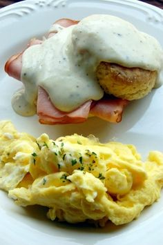 a country breakfast. Country Breakfast, Gourmet Breakfast, Breakfast Buffet, Breakfast Time, Breakfast Casserole, Brunch Recipes, Breakfast Recipes, Breakfast Ideas, I Love Food