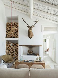 There are numerous ways to make your home interior design look more interesting, one of them is using cabin style design. With this inspiring gallery you can make fantastic cabin style in your home. Scandinavian Interior Design, Home Interior Design, Interior Decorating, Scandinavian Cabin, Decorating Tips, Modern Cabin Interior, Modern Cabin Decor, Chalet Interior, Contemporary Interior