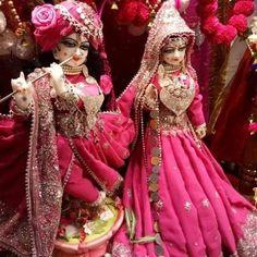 Image may contain: 2 people Krishna Temple, Krishna Leela, Cute Krishna, Jai Shree Krishna, Lord Krishna Images, Radha Krishna Pictures, Radha Krishna Photo, Radha Krishna Love, Radha Rani