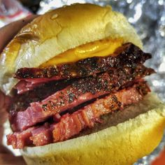 Smoked Corned Beef Brisket, Corned Beef Recipes, Smoked Pork, Smoker Recipes, Brisket Sandwich Recipe, Beef Sandwich, Deli Sandwiches, Stuffed Peppers