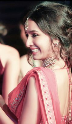 Shraddha kapoor her smile😍😍😍 Bollywood Heroine, Beautiful Bollywood Actress, Most Beautiful Indian Actress, Bollywood Quotes, Prettiest Actresses, Beautiful Actresses, Indian Celebrities, Bollywood Celebrities, Indian Bollywood