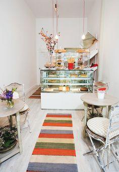 Home Decorating Magazines Free Cake Shop Design, Coffee Shop Design, Bakery Design, Cafe Design, Design Design, Cake Shop Interior, Bakery Interior, Restaurant Interior Design, Modern Restaurant