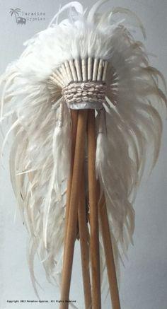 Cowrie Shell All White Long Full Feather Headdress -via Etsy. Boho Gypsy, Bohemian Style, Hippie Boho, Boho Chic, Style Indien, Native American Headdress, Bohostyle, Feather Headdress, Halloween Disfraces