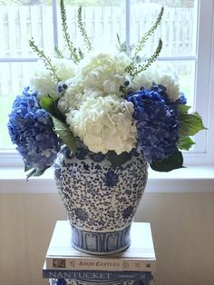 52 beautiful flower vases ideas for home decoration. - Page 29 of 52 - SooPush - 52 beautiful flower vases ideas for home decoration. – Page 29 of 52 – SooPush flower vases, Interior decoration, vases Beautiful Flower Arrangements, Most Beautiful Flowers, Pretty Flowers, White Flowers, Flower Vase Design, Flower Vases, Flowers In A Vase, Arrangements Ikebana, Floral Arrangements