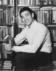 Bruce Lee looks like my son; Bruce Lee Pictures, Bruce Lee Art, Game Of Death, Art Of Fighting, The Big Boss, Enter The Dragon, Personal Library, Little Dragon, Martial Artist