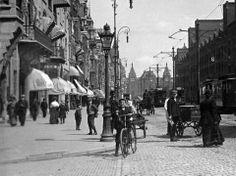 Damrak, Amsterdam, The Netherlands. New Amsterdam, Amsterdam Netherlands, Old Pictures, Old Photos, Most Beautiful Cities, Rotterdam, Street Photography, Vintage Photography, Street View
