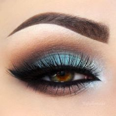 Blue smokey eye makeup comes in right after you decide that you are tired of these neutral and classy smokey eyes idea! #makeup #makeuplover #makeupjunkie #smokyeyes