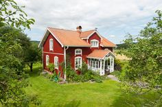 Beautiful traditional Swedish red house with white trims. Swedish Cottage, Red Cottage, Cozy Cottage, Dream Home Design, My Dream Home, This Old House, My House, Sweden House, Red Houses