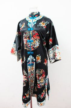 Etsy の 1950 年代の純粋なシルク刺繍寺院風景と中国のローブ by ExileVintage
